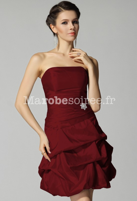 Robe cocktail couleur bordeaux