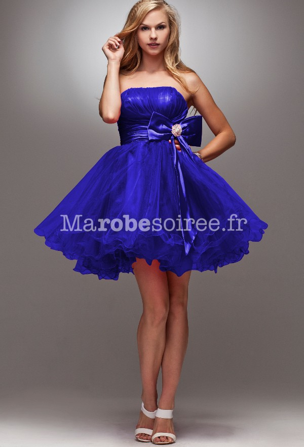 Robe de cocktail bleu avec neoud