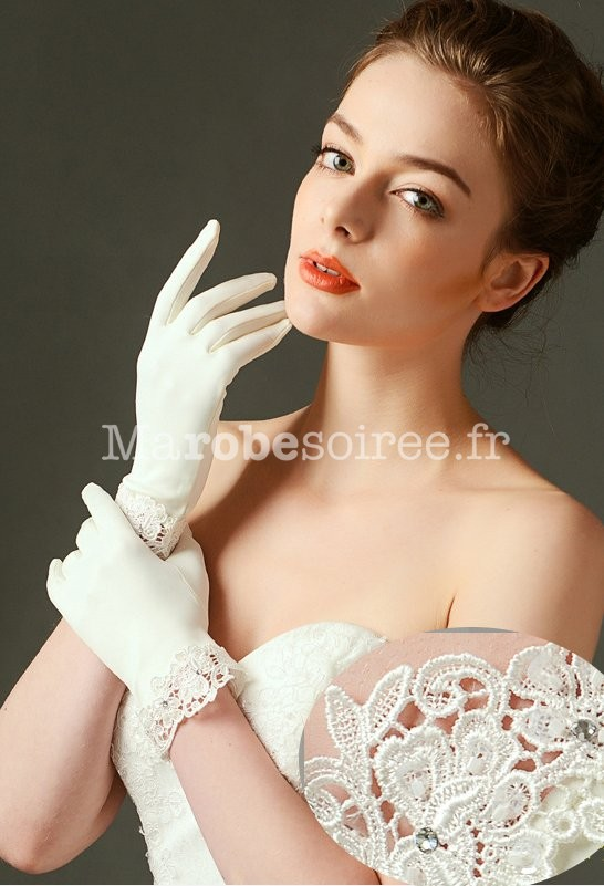 Des gants de mariée en dentelle, satin ou soie, nombreux modèles 504ec63d5478