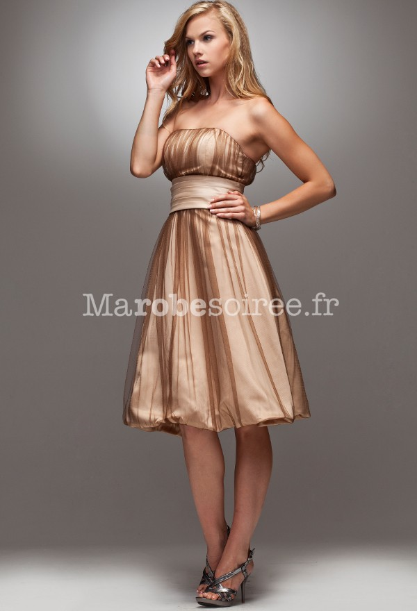 Model de robe de soiree en satin