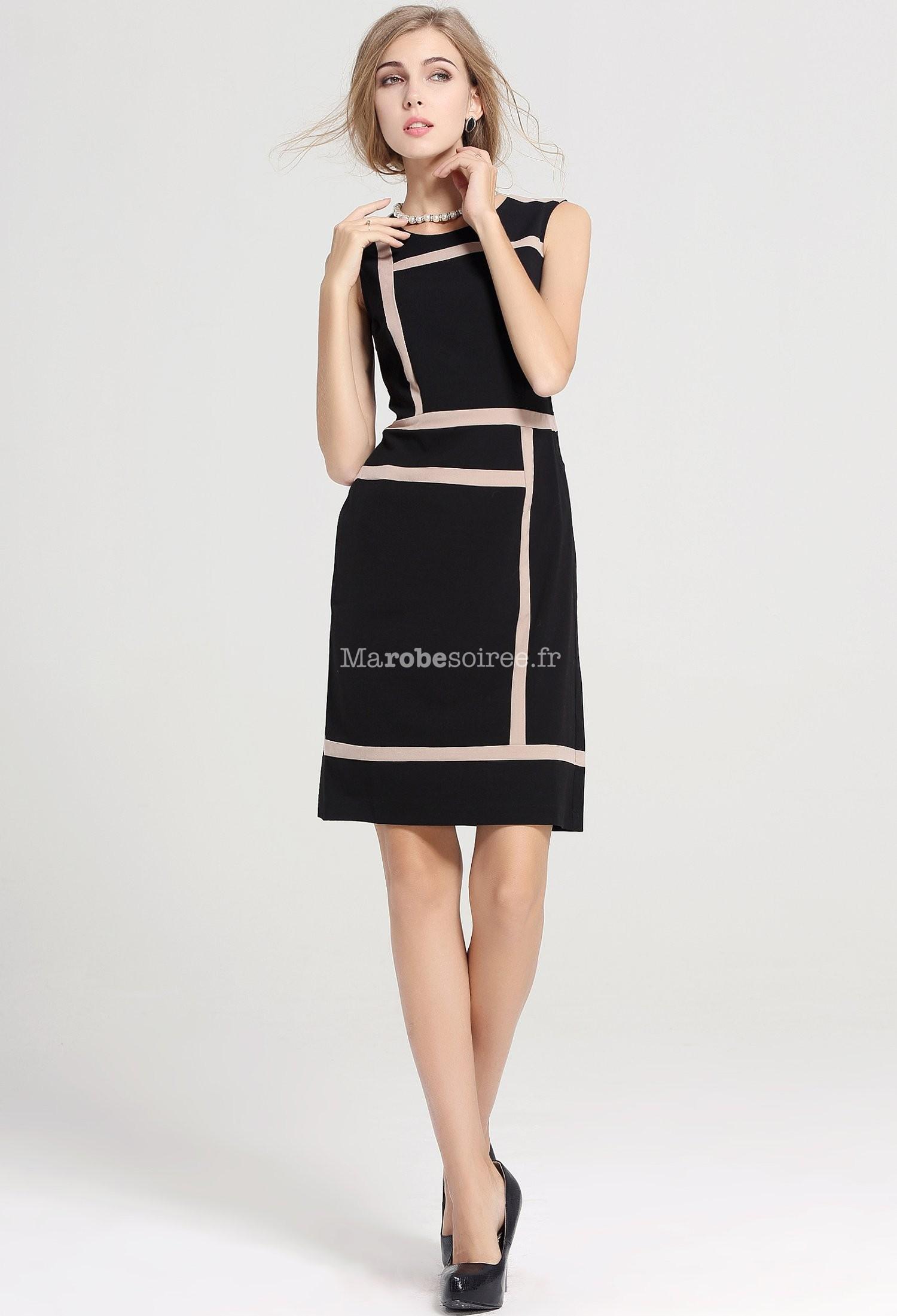 Petite robe noire coupe droite
