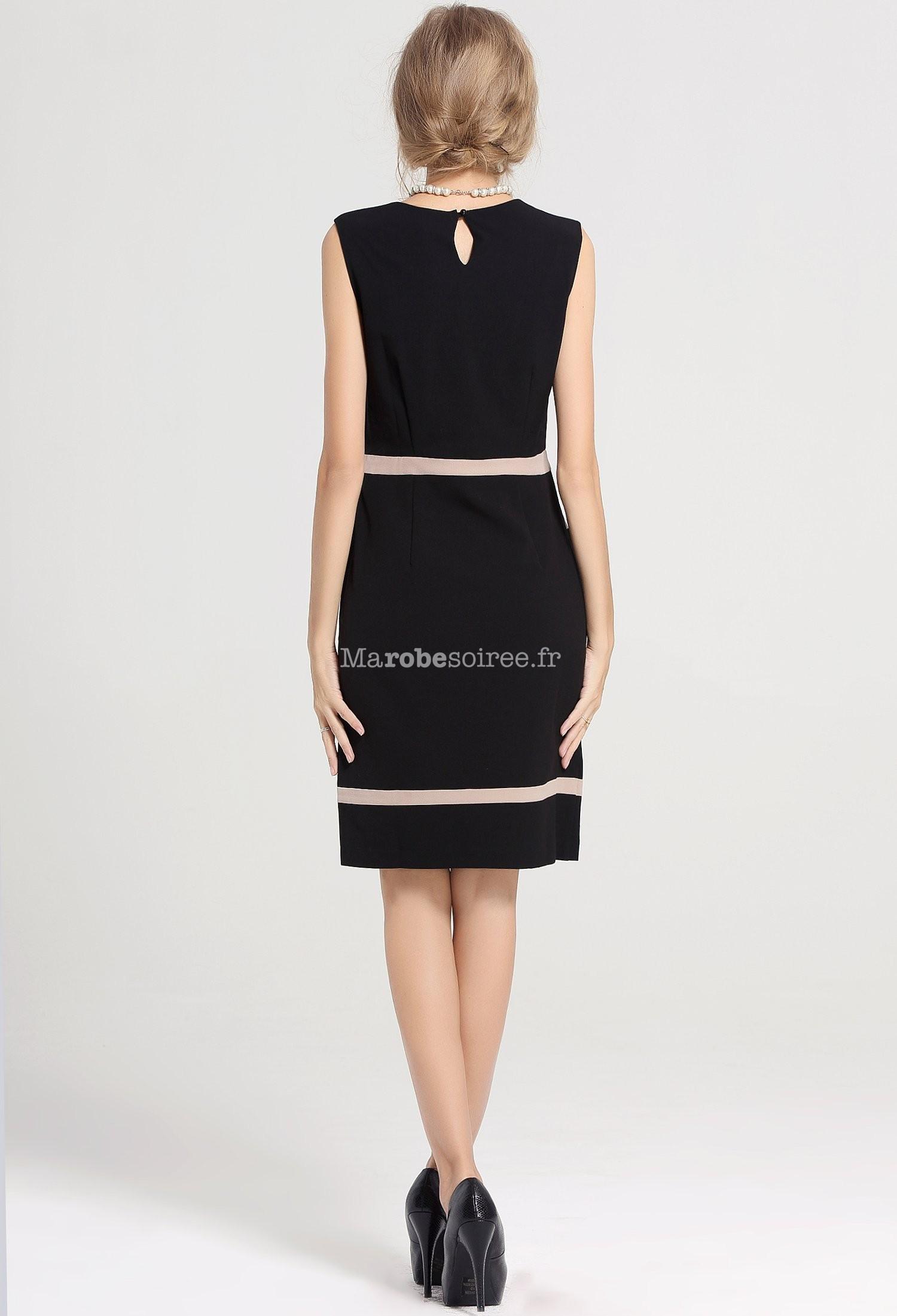 petite robe noire coupe droite must have. Black Bedroom Furniture Sets. Home Design Ideas
