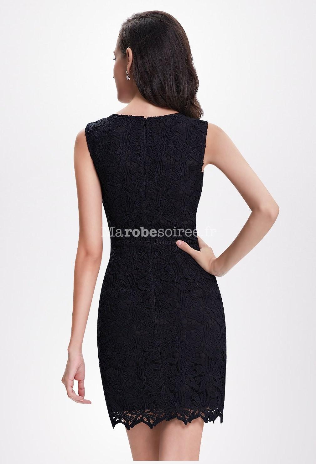 petite robe noire sobre en dentelle courte