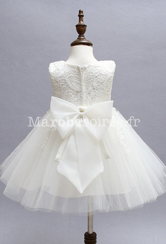 robe blanche asym trique ceinture perle. Black Bedroom Furniture Sets. Home Design Ideas