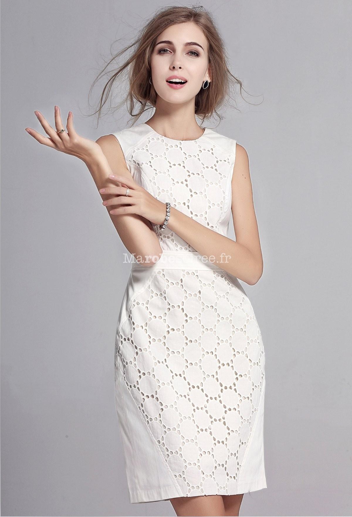 Robe blanche motif