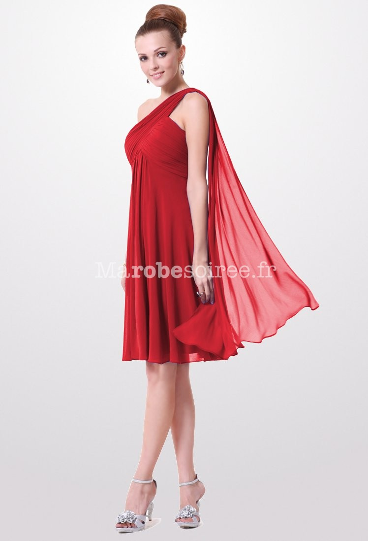 Robe rouge avec voile