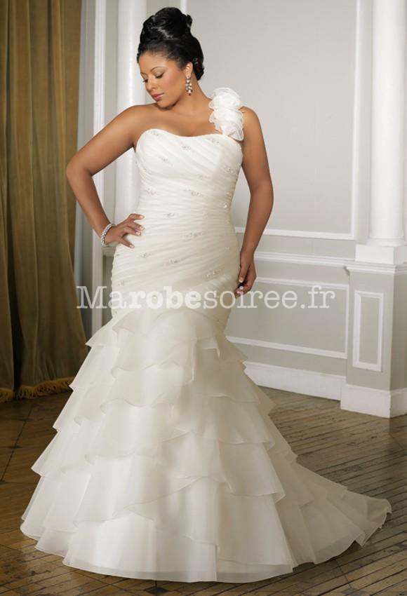 b5ca5f5171544 Robes de mariée grandes tailles pour grand mariage
