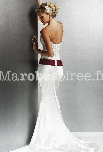 ... Déstockage - Robe de mariée bustier sirène avec une ceinture rouge