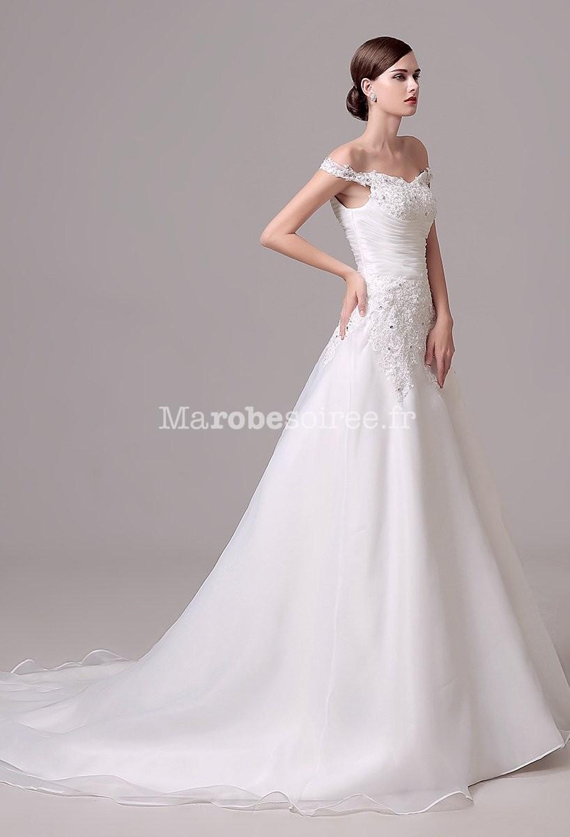 Robe de mariee avec fine bretelle