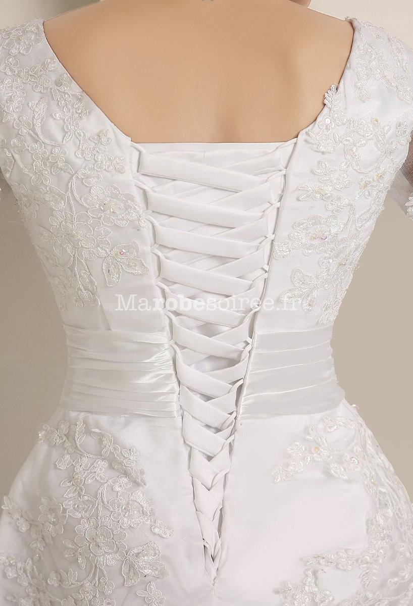 ad9f0f382cc Robe de mariée longueur genoux avec manches et dentelle ...