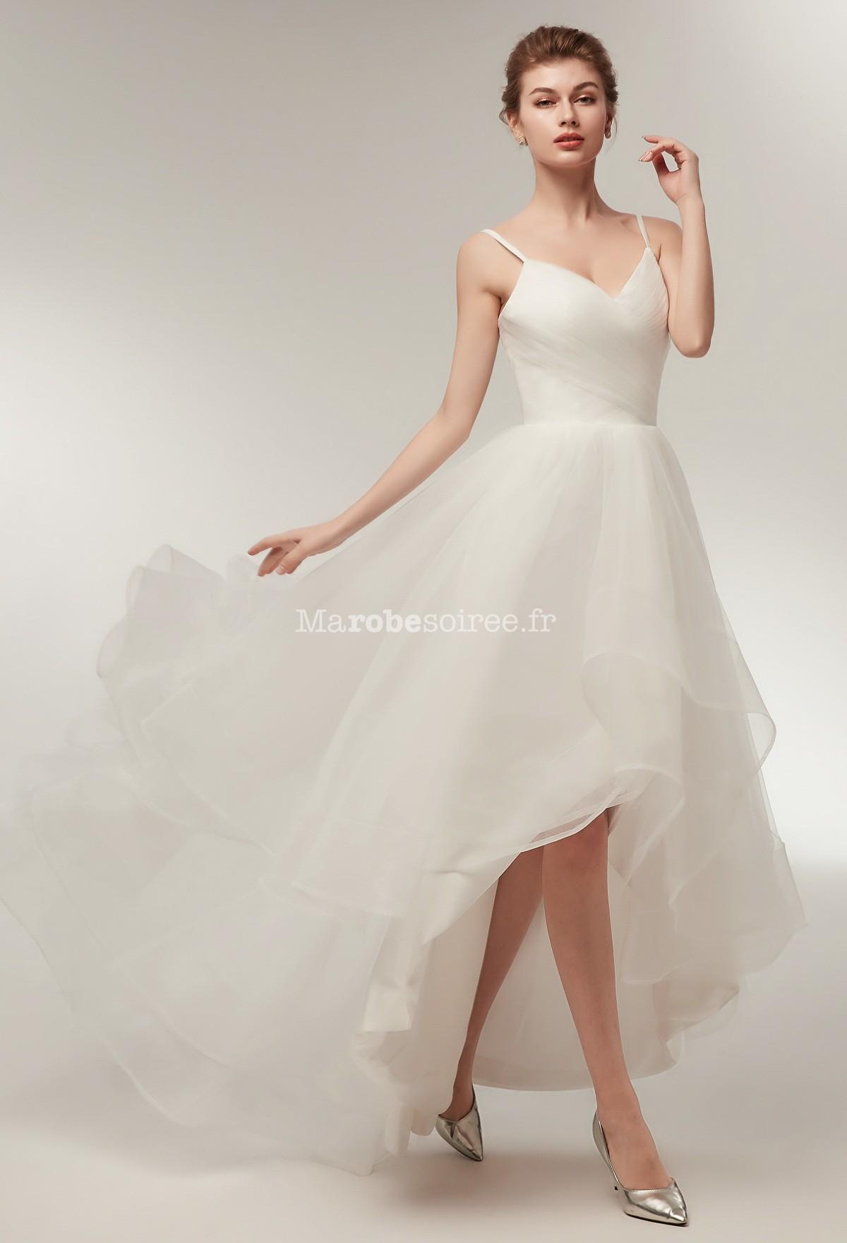 Robe de mariée bretelles fines asymétrique