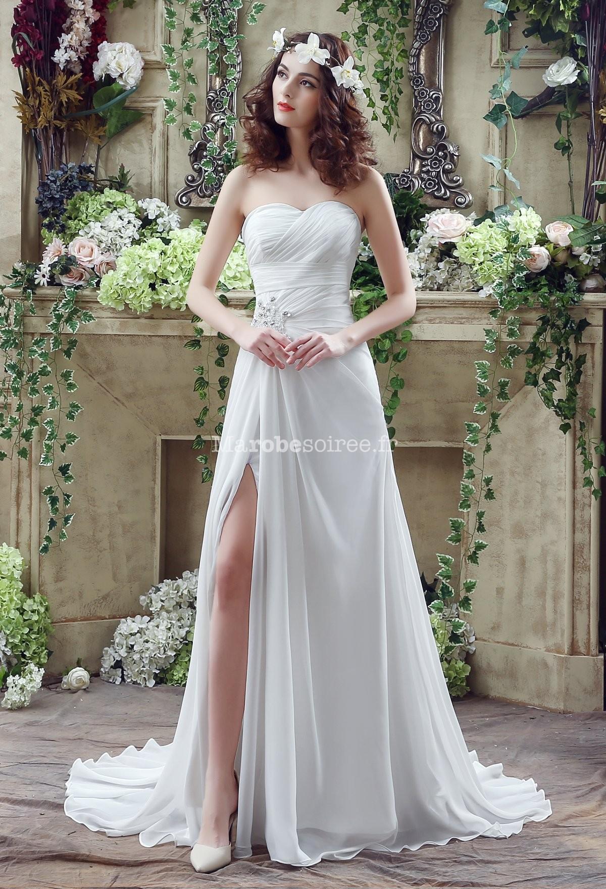 Accueil / Robe de mariée simple avec bustier drapé réf SQ251