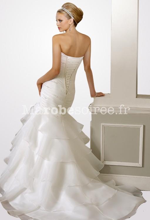 robe de mari e coupe pr s du corps jupe voilages fines. Black Bedroom Furniture Sets. Home Design Ideas