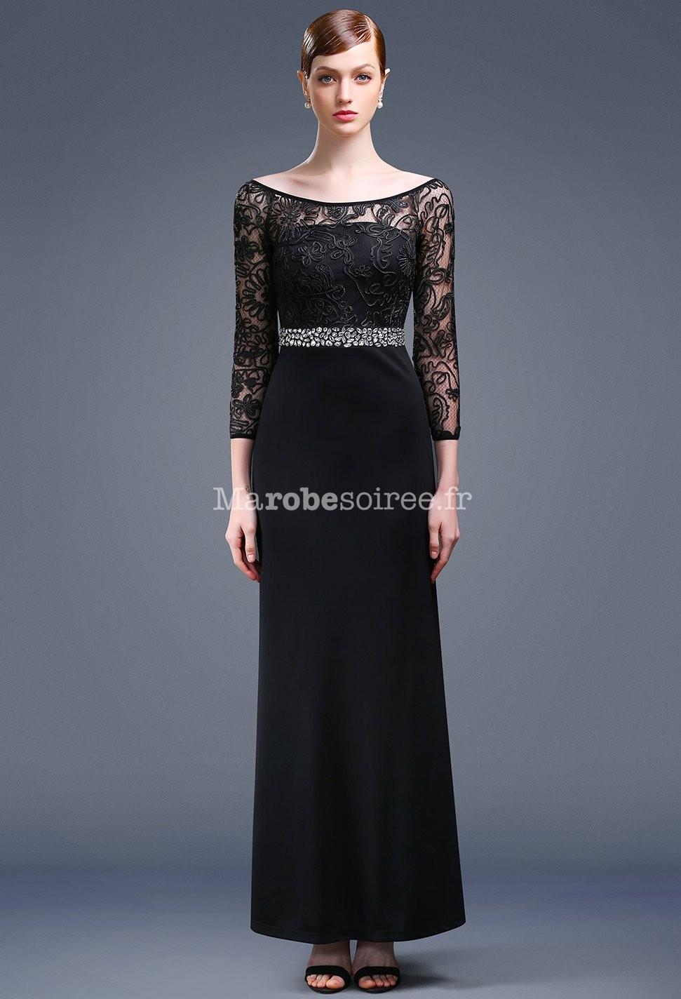 Robe longue noire pres du corps