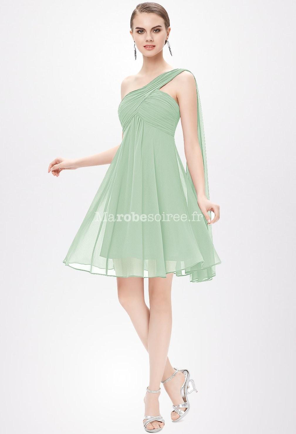 Model de robe courte chic