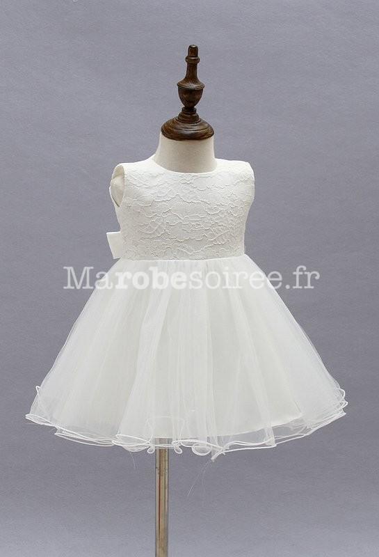 0b0bec67b41 ... Robe blanche pour enfant avec jupe en tulle ...