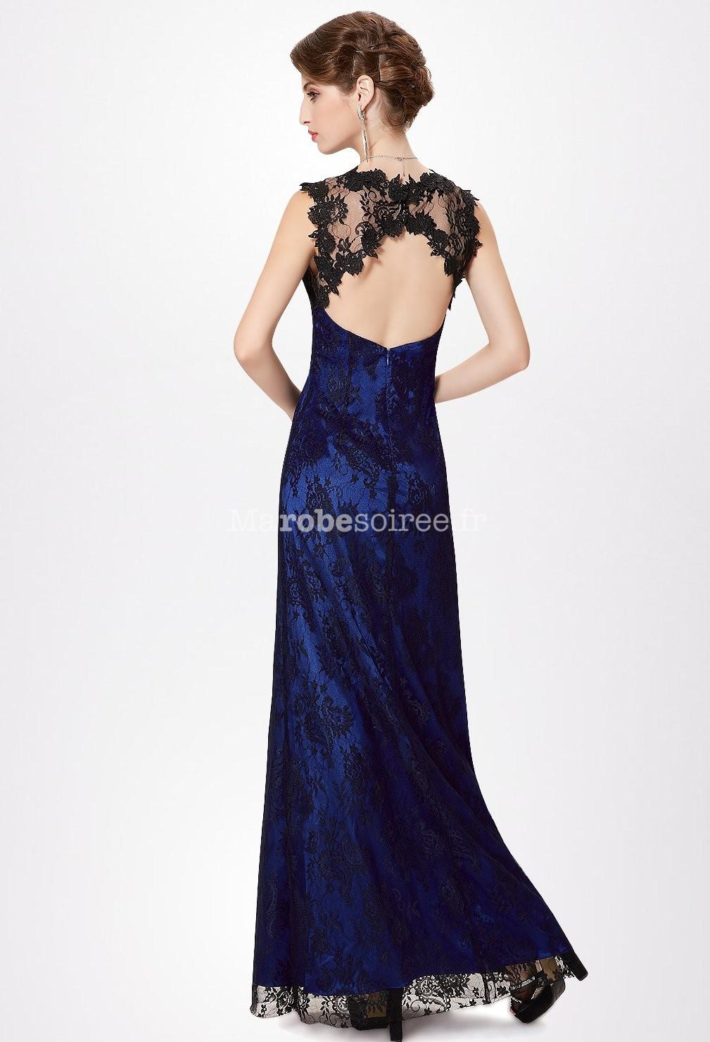 robe longue de satin bleu rehauss e de dentelle noire. Black Bedroom Furniture Sets. Home Design Ideas