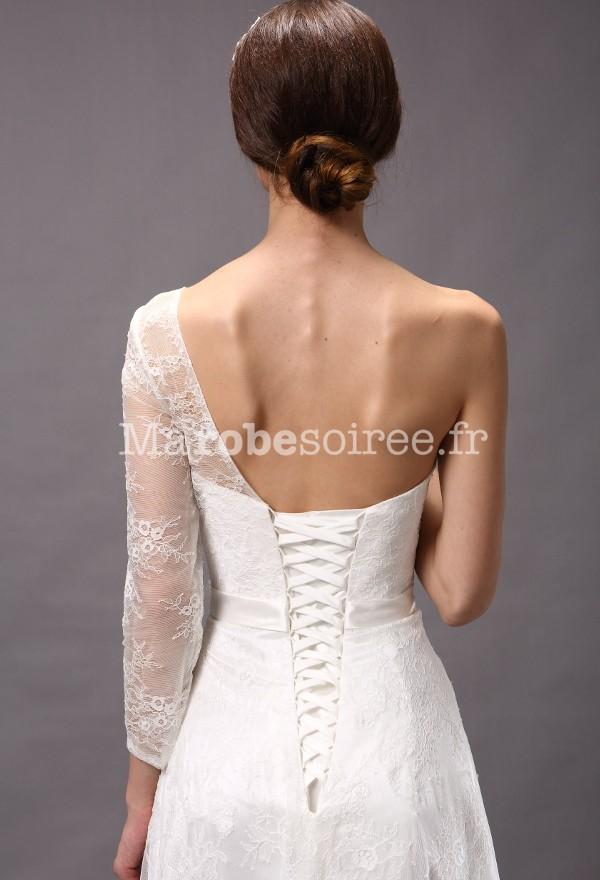 robe de mariée avec une manche longue