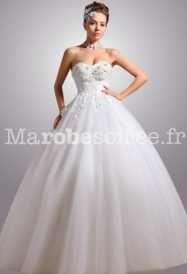 Déstockage - Robe de mariée cintrée décolletée réf 2262