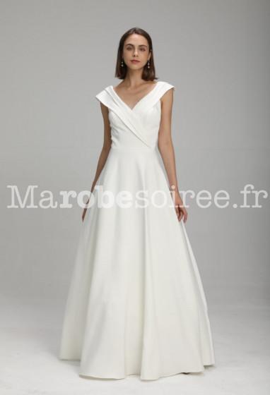 robe de mariée longue décolletée plissée bretelle