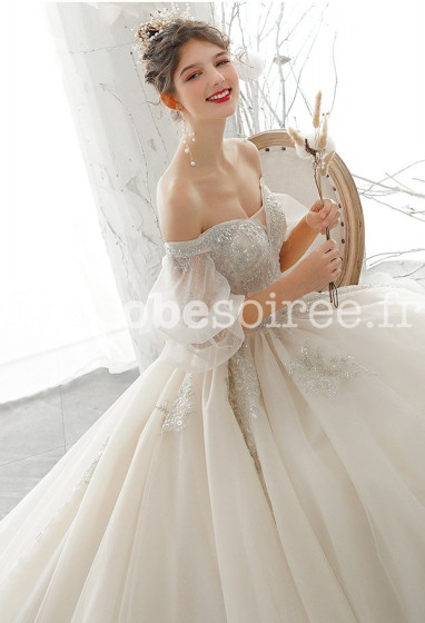 Robe de mariée coupe princesse décolleté plongeant