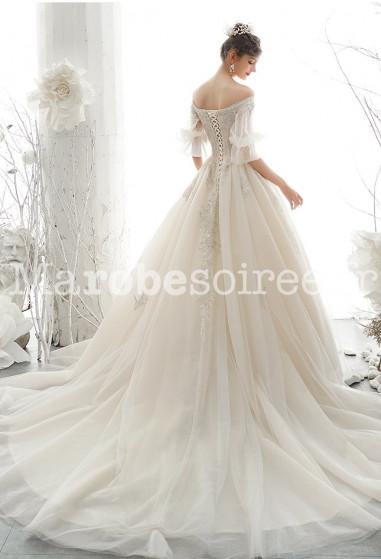 robe de mariée avec somptueuse traine