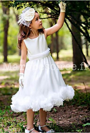 c5707db602258 Robe de cortège blanche simple cintrée à bretelles et fleurs
