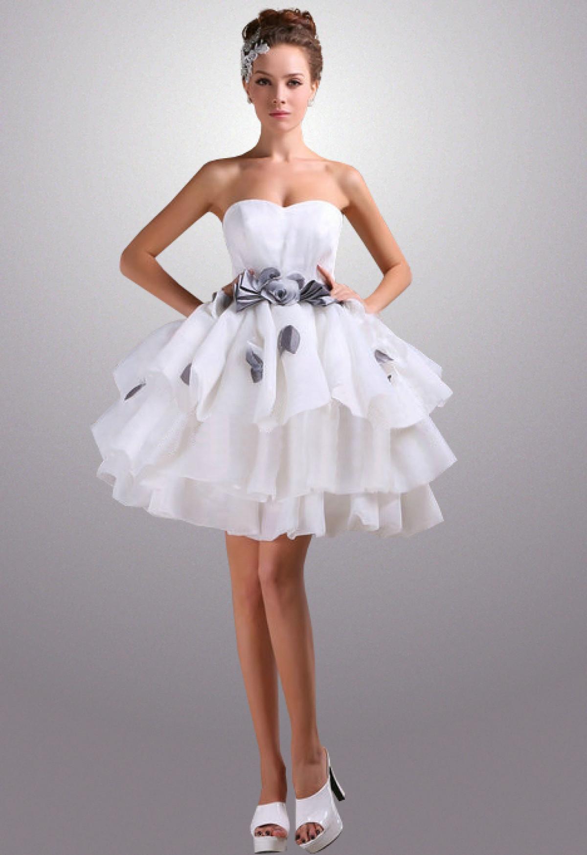 Robe de mariée courte bouffante ceinture