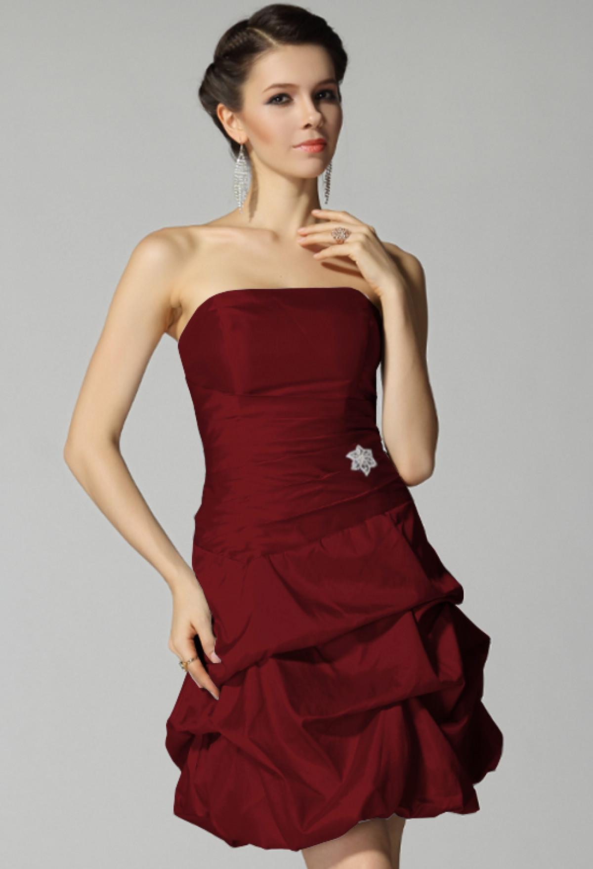 Robe De Cocktail Rouge A La Fois Sexy Et Elegante En Toute Les Formes