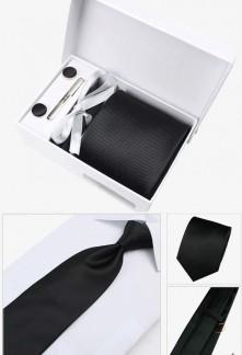 Coffret cravate tissée unie et accessoires Réf C95