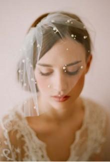 Voilette de mariée ivoire rétro vintage décorée de perle réf F022