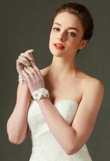 gants de mariage crochet orné de fleurs et perles - réf. S64