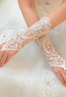gants de mariage avec broderie fine ornée de strass et perles réf S61