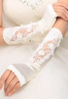 Gants de mariée ivoire en satin avec broderie - réf. S75