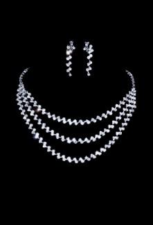 collier ras de cou avec 3 rangs de strass