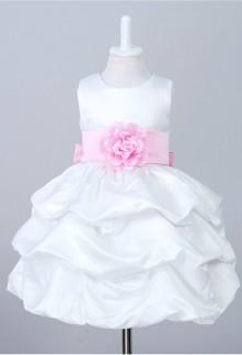 Robe de cortège enfant blanche avec ceinture et noeud en rose pastel