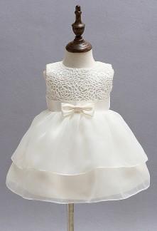 Petite robe mignonne en ivoire
