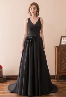 Robe de bal noir dos nu à bretelles fines - réf SQ613