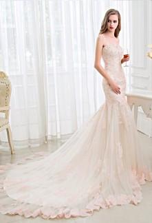 robe de mariée bohème en dentelle rose