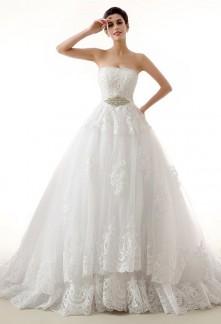Robe de mariée princesse meringue à dentelle