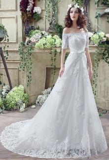 Robe de mariée épaules dégagées dentelle manches courtes