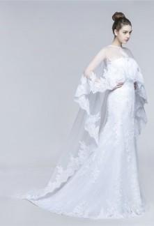 Robe de mariée fourreau bustier avec voile long bras couvert