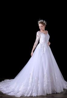 Robe de mariée manches longues finition dentelle