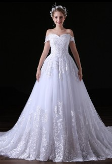Robe de mariée bretelles tombantes en dentelle