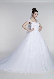 Robe de mariée meringue bretelles transparentes