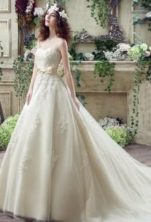 Robe de mariée princesse bustier en coeur réf SQ235 - sur demande