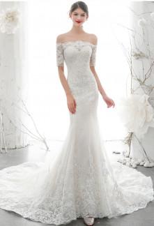 Robe de mariée fourreau dentelle manches épaules nues avec traine
