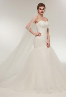 Robe de mariée fourreau sirène bustier drapé