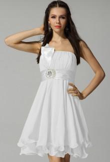 09032f54d4b3c robe de cocktail blanc-noir, symbole absolu de l'élégance et de la ...
