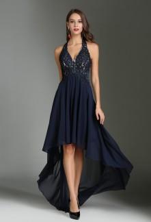 9b8e94c6152 Des robes de cocktail bleu marines omniprésentes aux mariages